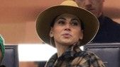 Melissa Satta, che look in tribuna con il cappello!