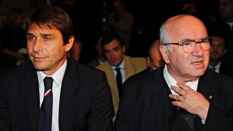 Italia, Tavecchio su Conte: «Chiamate dei club? Rinnoverà»