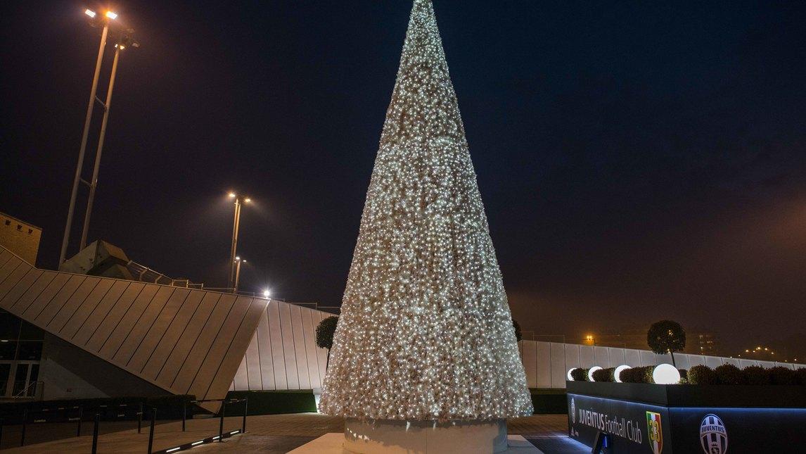 Albero Di Natale Juventus Stadium.L Albero Di Natale Allo Juventus Stadium Corriere Dello Sport