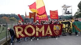 Roma, la contestazione dei tifosi a Trigoria