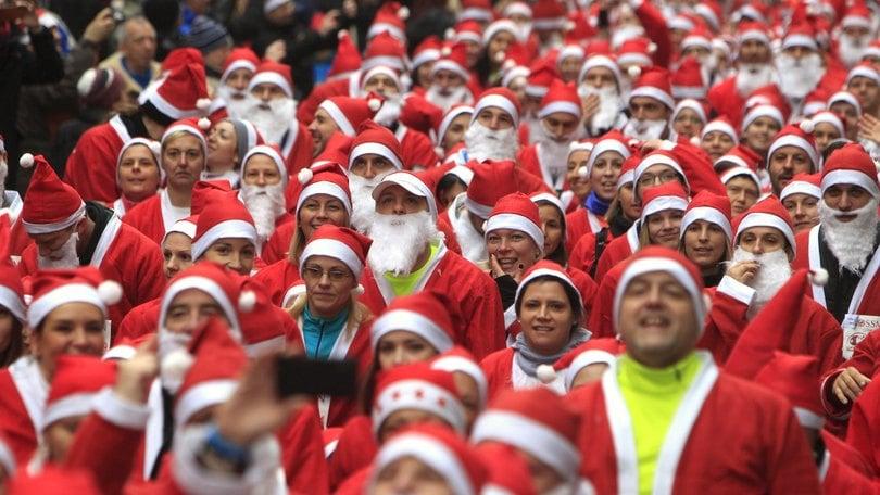 La corsa dei Babbi Natale a Roma e nel mondo