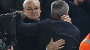 Premier League: Leicester-Chelsea, l'abbraccio Ranieri-Mourinho