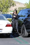 Kendall Jenner a spasso: sexy shopping in look total black