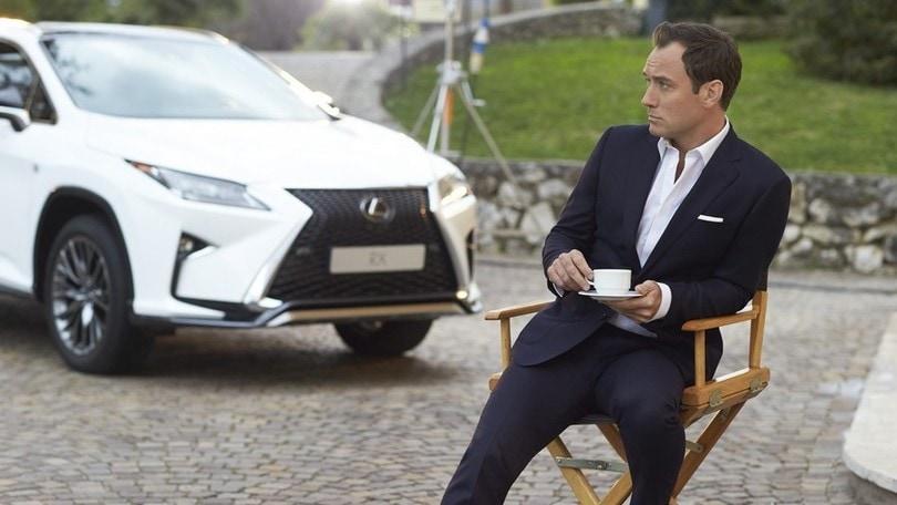Jude Law sul set per la nuova Lexus RX