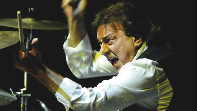 Tullio De Piscopo festeggia live a teatro