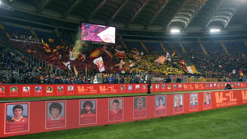 """Roma, in 15.000 per """"Voi siete leggenda"""" e la Curva Sud torna a cantare"""