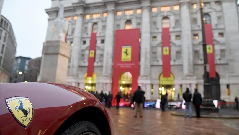 Piazza Affari si tinge di rosso Ferrari