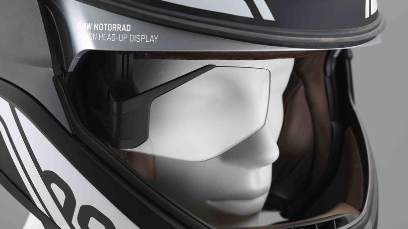 BMW Moto presenta i fari laser e casco con display