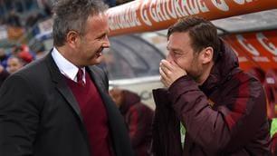 Abbraccio tra Totti e Mihajlovic prima della partita