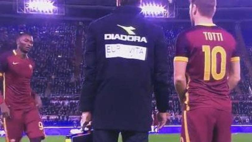 Roma, Totti nella storia: è sul podio dei più presenti in Serie A