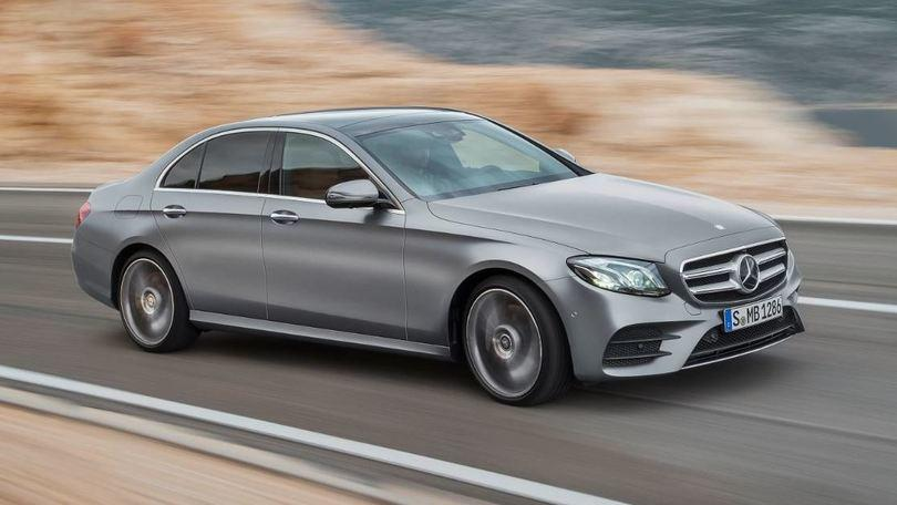 Nuova Mercedes Classe E, volante smart e guida semi autonoma