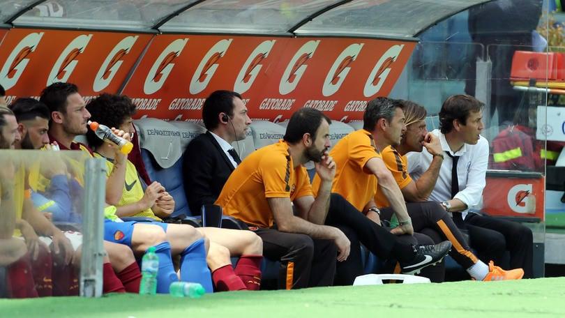 Serie A, giudice sportivo: un turno a Berardi. Ricetrasmittente in panchina, Roma multata