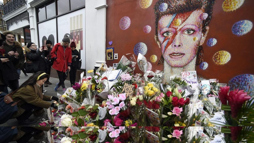 David Bowie funerali: il Duca Bianco cremato in segreto a New York