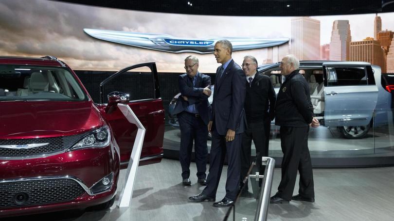 Obama al Salone di Detroit: sale sulla Pacifica e sulla Bolt