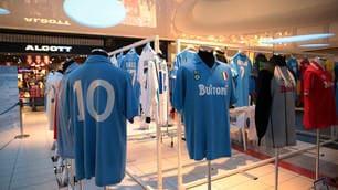 Napoli, le maglie in mostra per i 90 anni del club