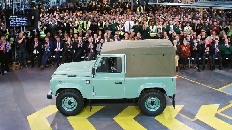Land Rover: addio Defender