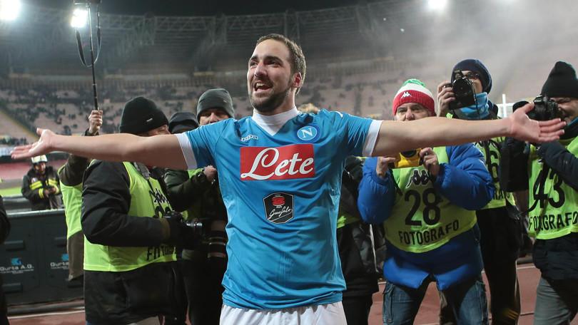 Napoli, Higuain: «Se faccio 30 gol mi taglio la barba»