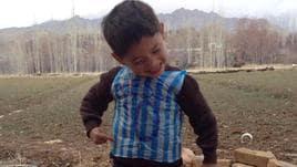 """Murtaza, il bimbo afghano con la """"busta"""" numero 10 di Messi"""