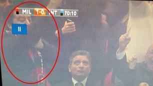 Salvini, gesto dell'ombrello dopo il rigore fallito da Icardi