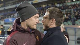 Roma-Sassuolo: quanti sorrisi in panchina tra Totti e Di Francesco