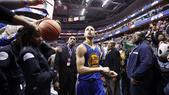 Basket NBA, Curry fa 51 e va da Obama