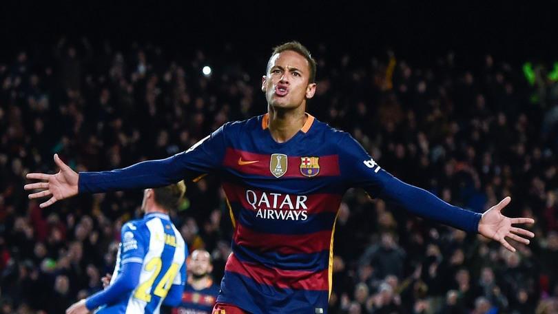 Calciomercato, Dani Alves: «Barcellona, sei pazzo se non rinnovi Neymar»