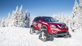 Nissan Rogue Warrior, l'X-Trail coi cingoli sfida la neve