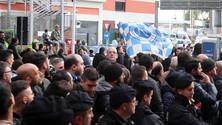Napoli, i tifosi caricano la squadra in partenza per Torino