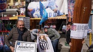 Serie A, Juventus-Napoli: i tifosi azzurri preparano i funerali ai bianconeri