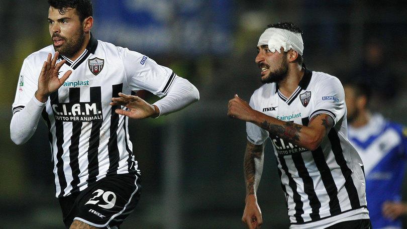 Serie B Ascoli, non basta doppio Petagna: pari a Brescia