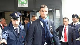 Il Real Madrid sbarca a Roma, che accoglienza a Fiumicino!