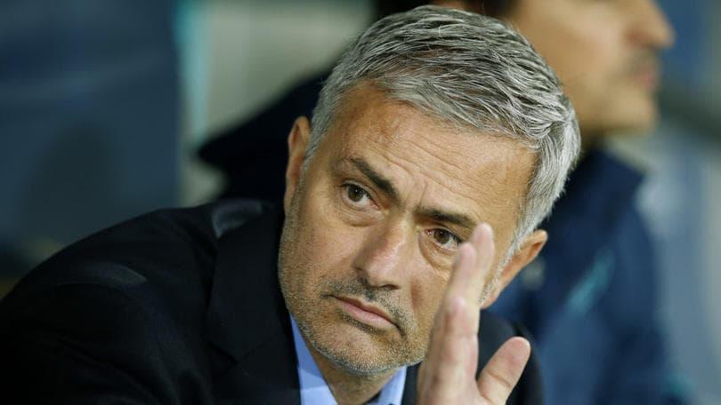 Calciomercato, Mourinho torna all'Inter per soffiarle Icardi. E Mancini chiede Darmian