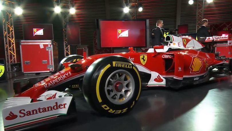 """Ferrari, presentata la nuova F1: ecco la """"bianca"""" SF16-H"""