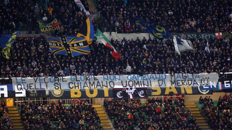 La curva dell'Inter contro Ronaldo: «Uomo di m.»
