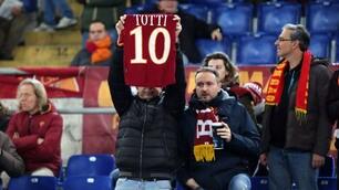 Roma-Palermo, i tifosi all'Olimpico: «Totti non si tocca»