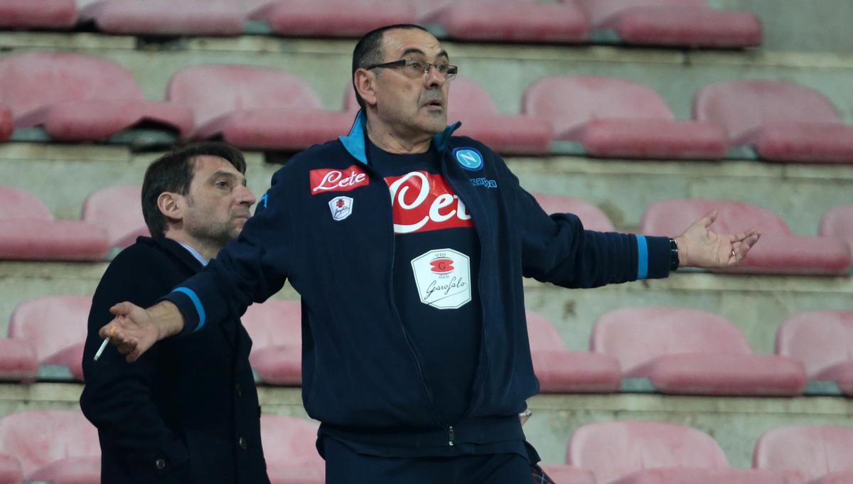 Napoli, Sarri espulso: guarda gli azzurri dalla tribuna