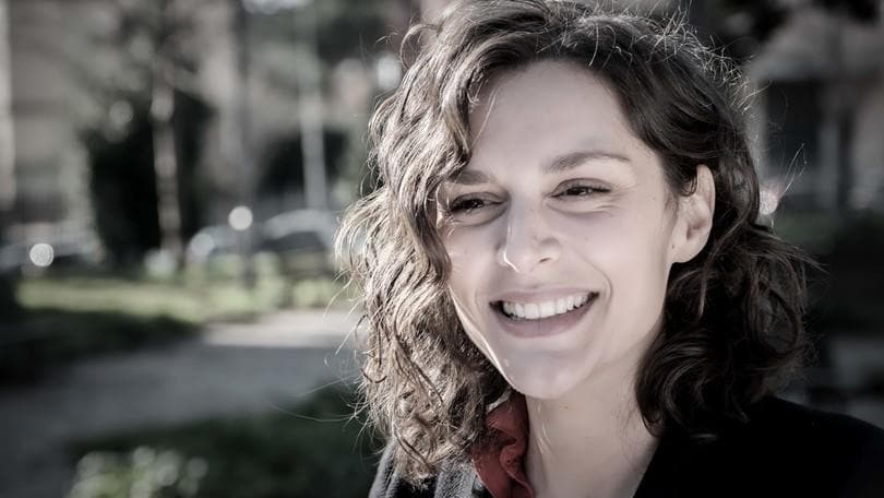 Raffaella Rea: «La bellezza va vissuta con ironia»