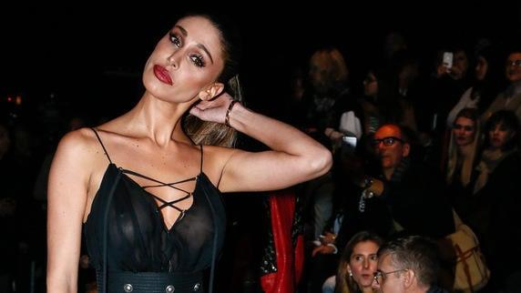 Belen, trasparenze hot a Milano Moda