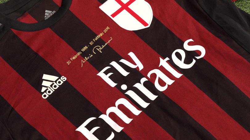 Milan, maglia speciale celebra i 30 anni di Silvio Berlusconi