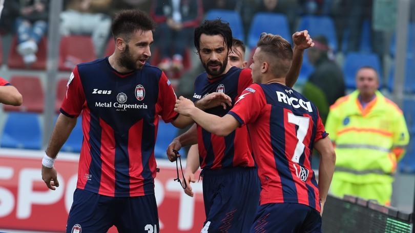 Serie B, 28ª giornata: Crotone-Vicenza 2-0, Pescara-Ascoli 2-2, Avellino-Livorno 2-1