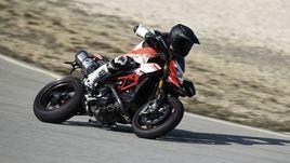 Ducati Hypermotard 939 SP, emozioni più facili: la prova