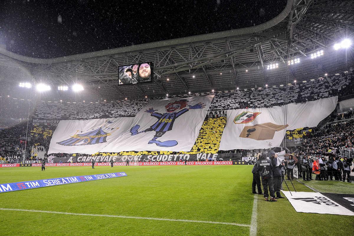 """Juventus-Inter, la coreografia dello Stadium è sullo """"scudetto di cartone"""""""