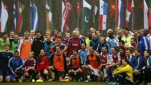 Fifa, Infantino gioca a pallone con Cannavaro e Seedorf