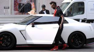 Balotelli a Milano con la Nissan da 600 cv