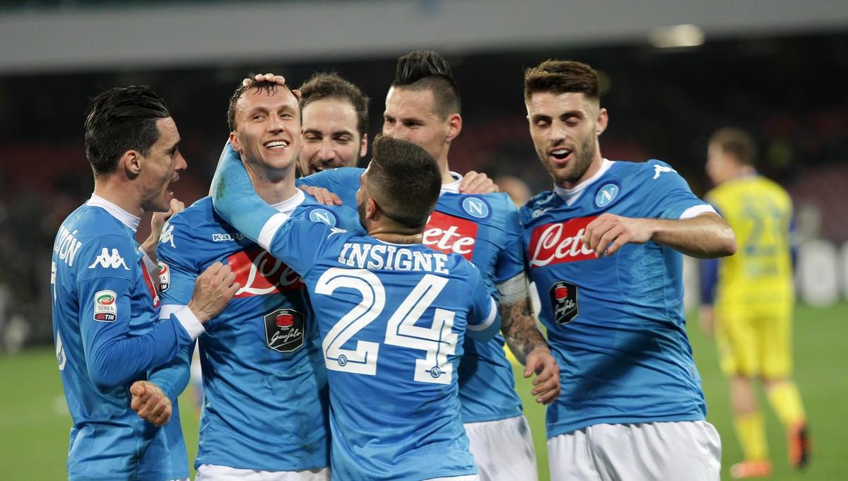 Napoli-Chievo 3-1: gli azzurri tornano a vincere e agganciano la Juventus