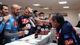 Risate, tuffi e caffè: il pomeriggio del Napoli a Castel Volturno