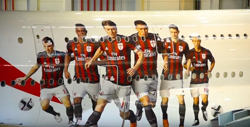 Milan, ecco la dedica di Emirates: un aereo con i giocatori rossoneri