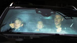 Roma, Totti in clinica con i figli: il capitano da Ilary e Isabel
