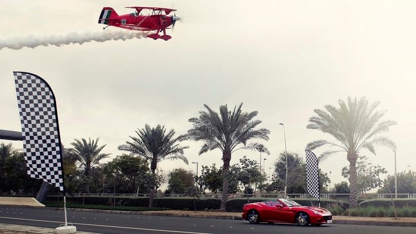 Ferrari, duello tra California T e un biplano