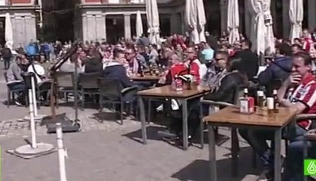 Madrid, tifosi del Psv lanciano monetine ad alcune donne